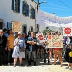 Bourg de saint Pierre, rue Delpirou : une manifestation contre le sens unique
